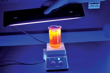 Fluorescent Oscillating Chemical Reaction Demonstration Kit