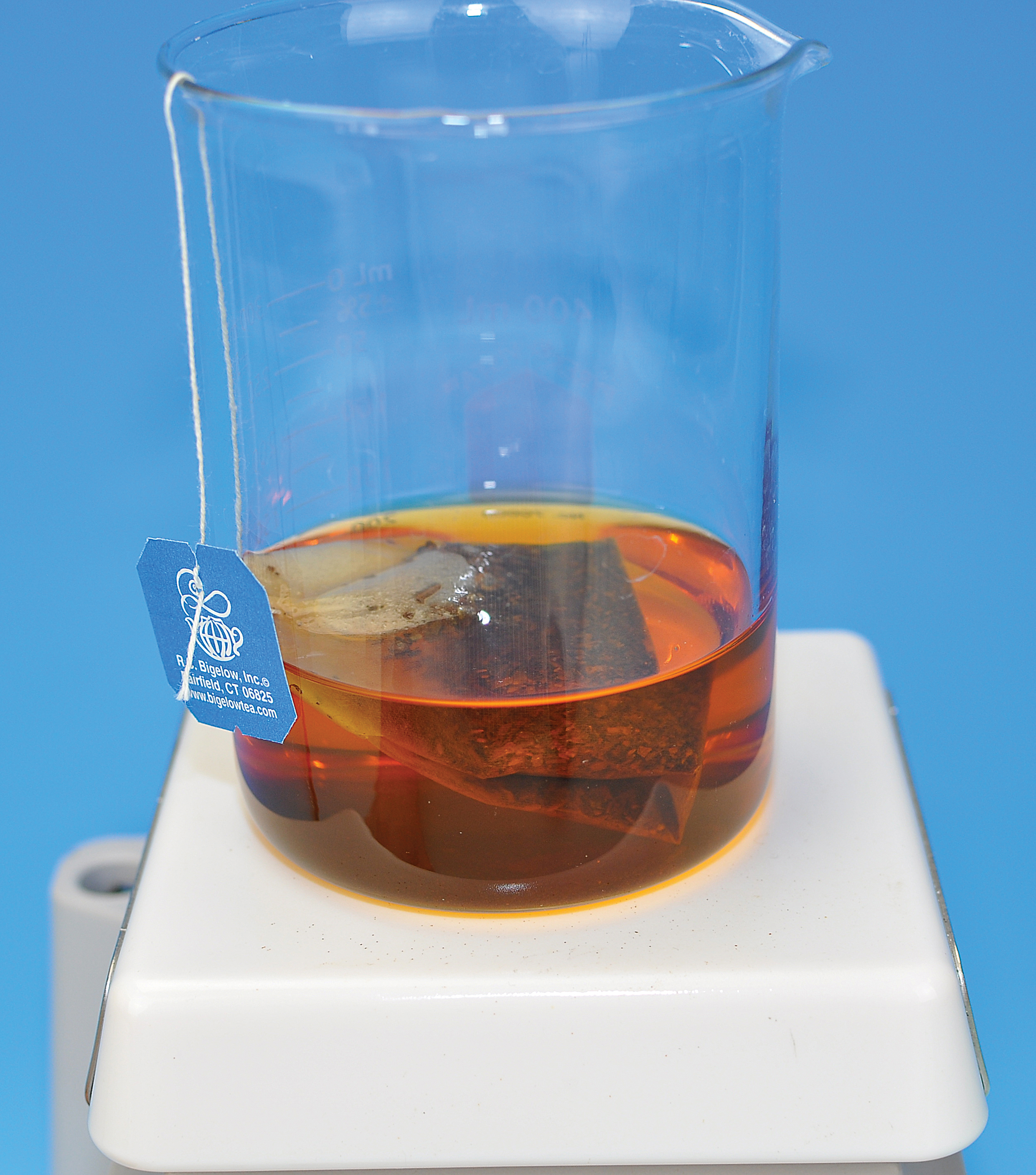 lab extraction of caffeine Report the % recovery of each compound (assume a 1:1 original mixture) and identify each, based in this experiment, both solid-liquid extraction and liquid-liquid extraction methods are being used to isolate caffeine from tea leaves.